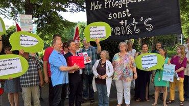 Baden-Württembergischer Appell für mehr Krankenhauspersonal: Unterschriftenübergabe in Bawü