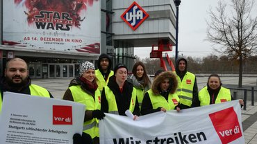 """Streikende ernennen die Leitung des Ufa-Palast zu """"Stuttgarts schlechtestem Arbeitgeber"""""""