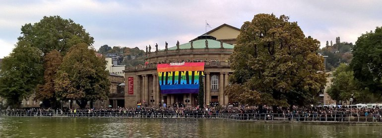Demonstration am Opernhaus Stuttgart