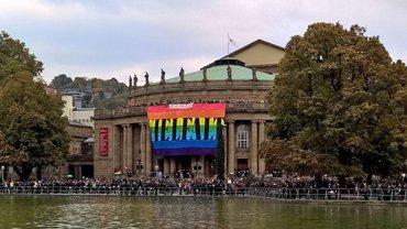 Demonstration am Opernhaus Stuttgart